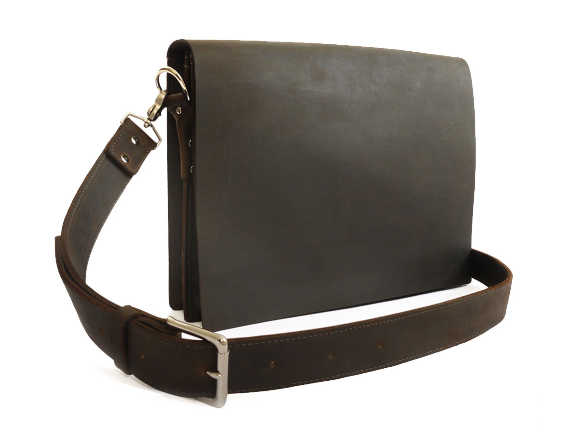 Oil-pull leather bag