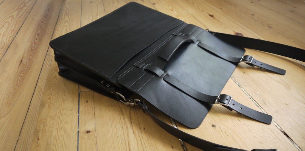 Bridle Leather Bag In Black